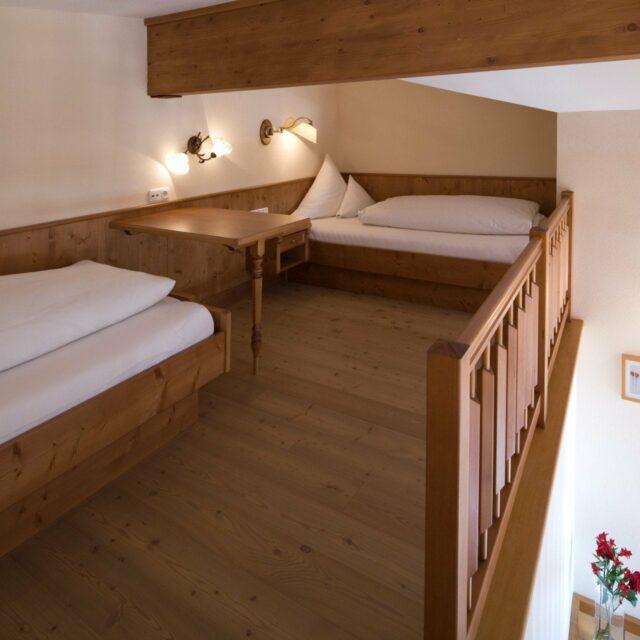 Zwei Einzelbetten (2,00m) in der Galerie im Wohnzimmer