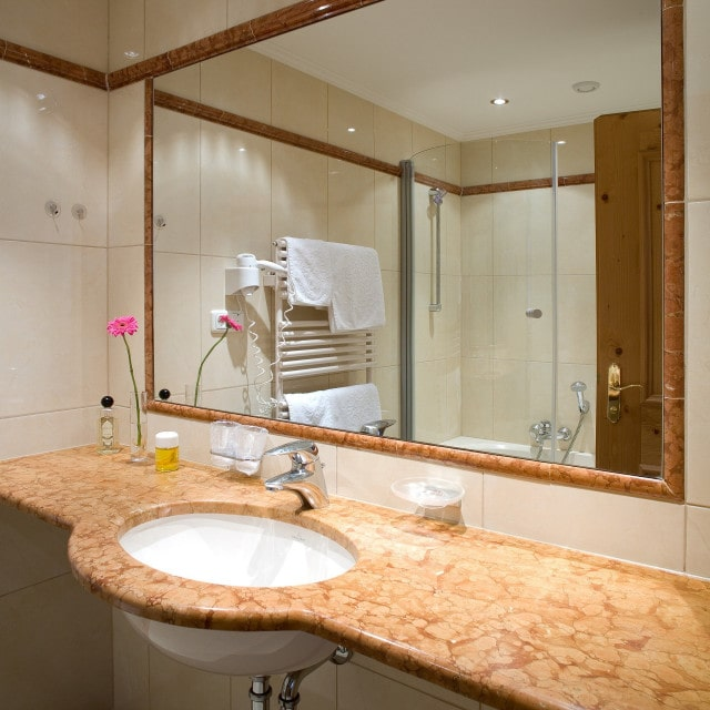 Panoramazimmer Tirol - Badezimmer